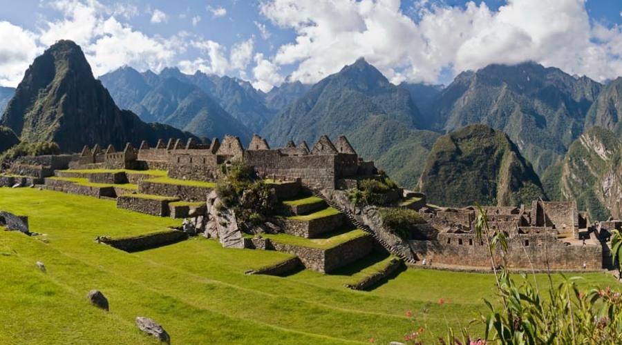 Machu Picchu con Huayna Pcchu sullo sfondo