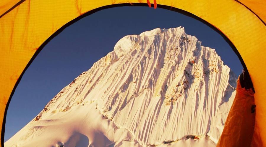 Ecco l'Alpamayo di prima mattina, aperta la tenda