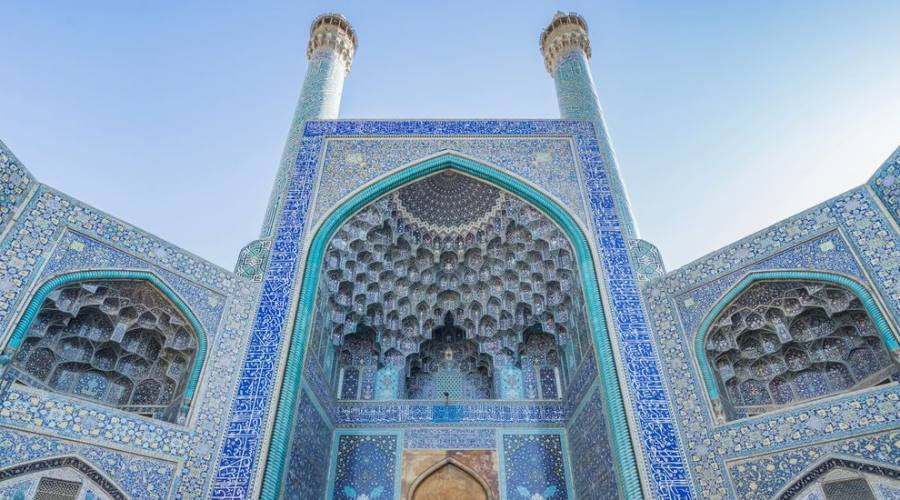 La Moschea Jameh o la Moschea Jame, Patrimonio dell'Umanità dell'UNESCO ed è una delle moschee più antiche ancora in piedi in Iran, situata in piazza Imam,