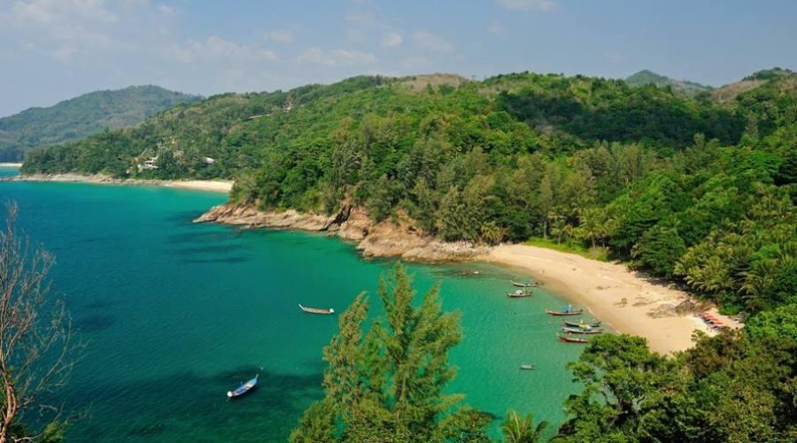 Une baie de Phuket vue d'en haut