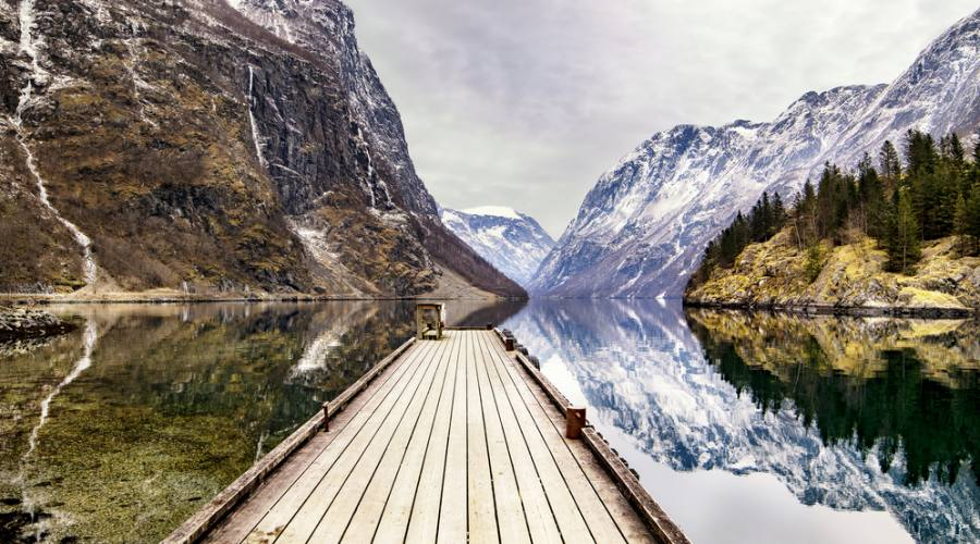 Vista dei fiordi norvegesi da Gudvangen