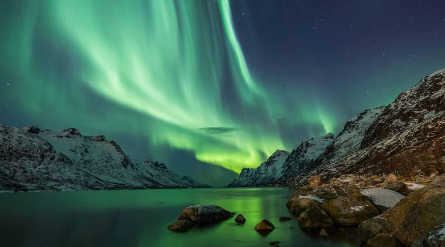 Aurora Boreale sull'acqua