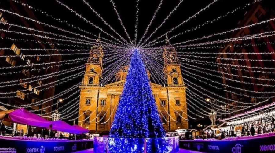 Albero di Natale nella piazza