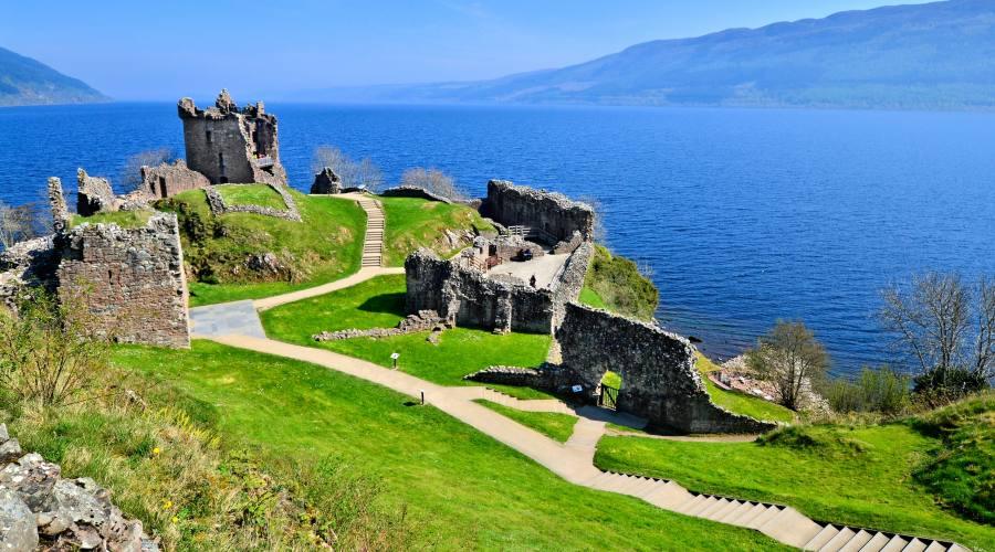 Urquhart Castello sul lago Ness