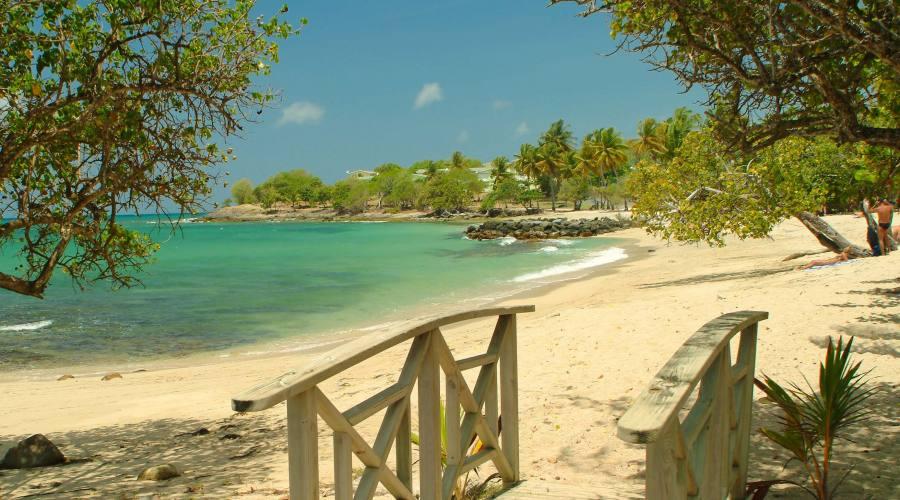 Una spiaggia di Sainte-Luce raggiungibile dall'Hotel