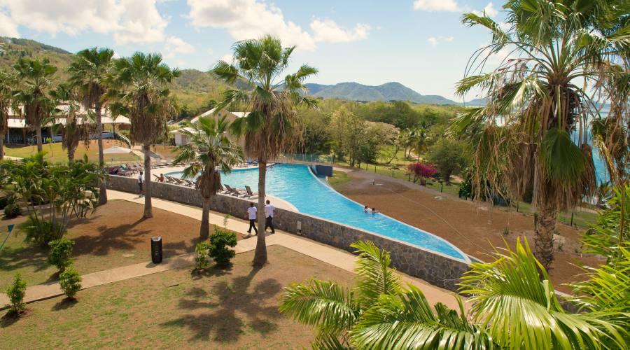 La vista dei giardini e della piscina