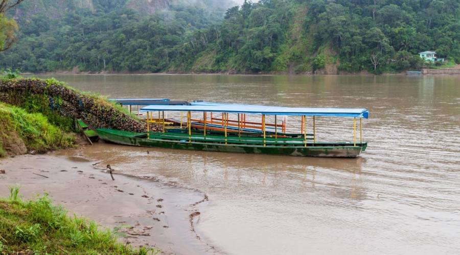 Imbarcazioni lungo il fiume