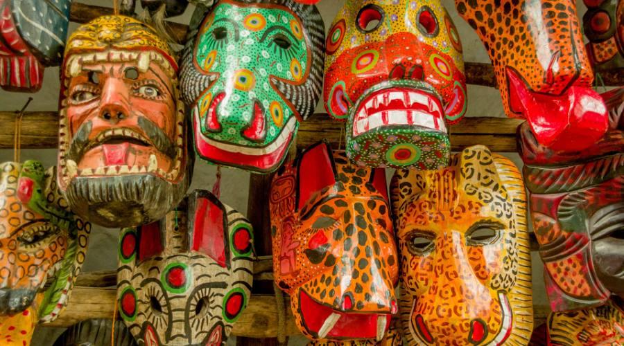 Maschere di legno al mercato di Chichicastenango