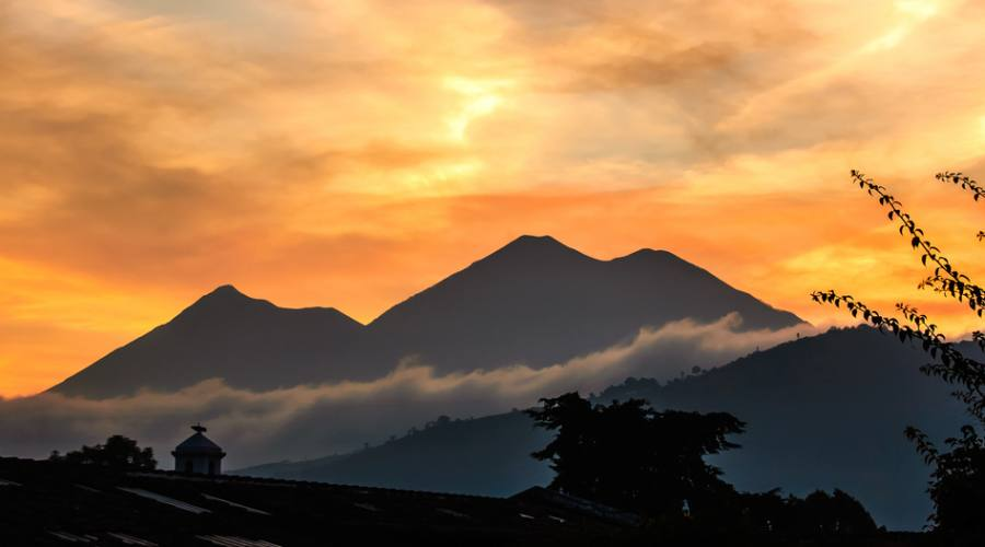 Fuego e Acatenango, vicino a Antigua