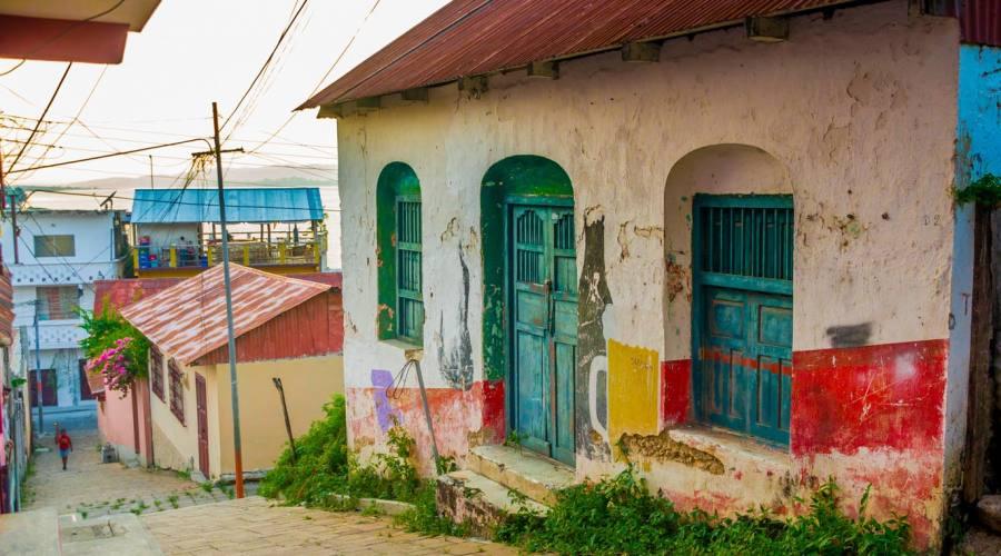 Pittoresca strada sull'isla di Flores