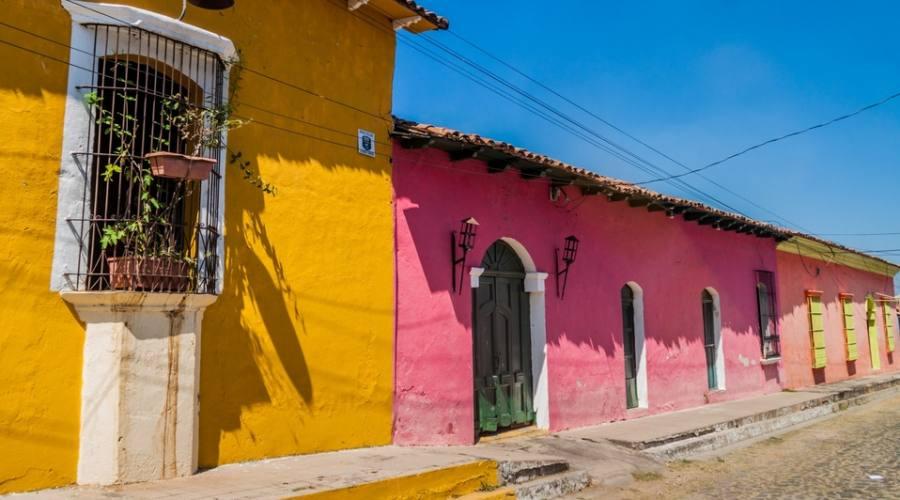 Strada acciotolata a Suchitoto (El Salvador)