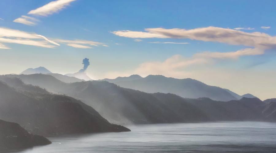 Un altro bello scorcio del lago Atitlán