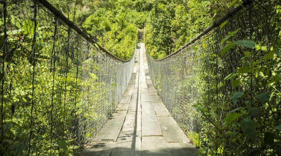 Ponte di legno vicino a Panajachel