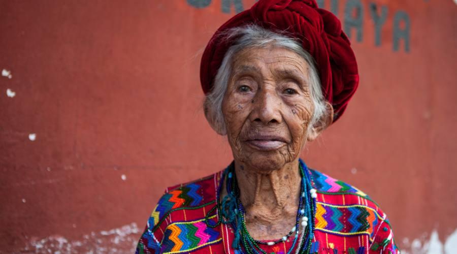 Signora in costume tradizionale