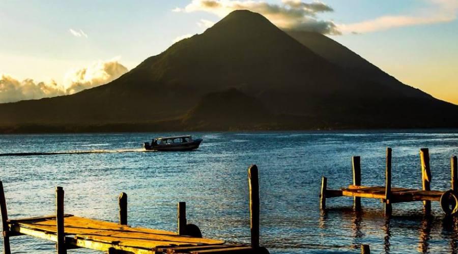 Il lago Atitlán in Guatemala