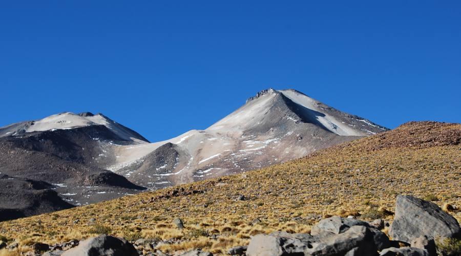 Il vulcano Uturunco dalla base