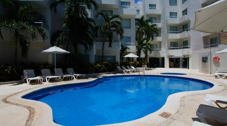 sistemazione all'hotel Ramada Cancun o similare