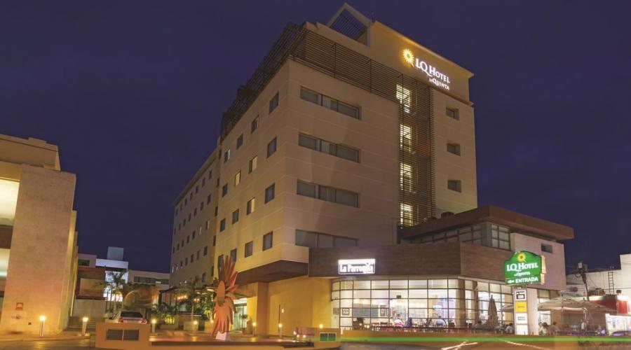 sistemazione all'Hotel La Quinta Inn o similare