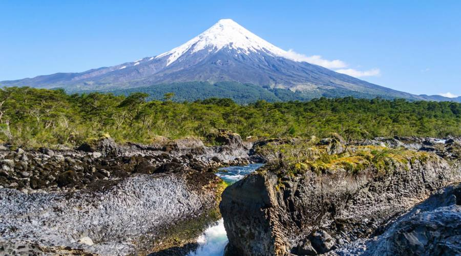 Cascate Petrohue con il vulcano Osorno