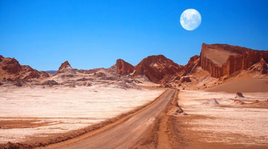 Luna sul deserto di Atacama