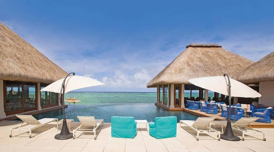 Relax vista mare dalla piscina