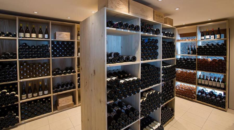 La cantina dei prestigiosi vini