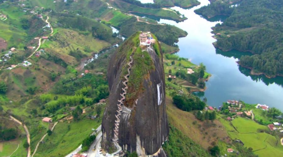 Tour tra città, natura e storia: Guatapè