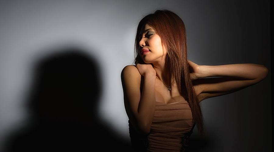 Modella di profilo