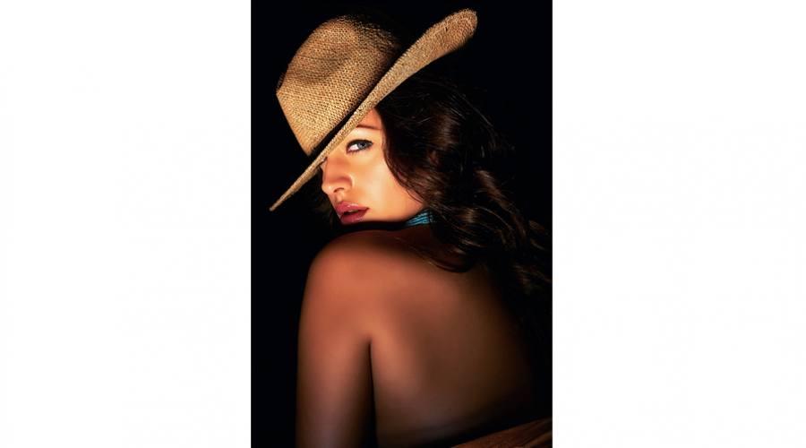 Donna con cappello 2