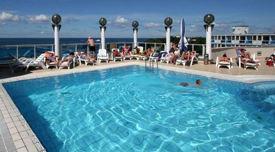 La piscina del Laguna Granvista