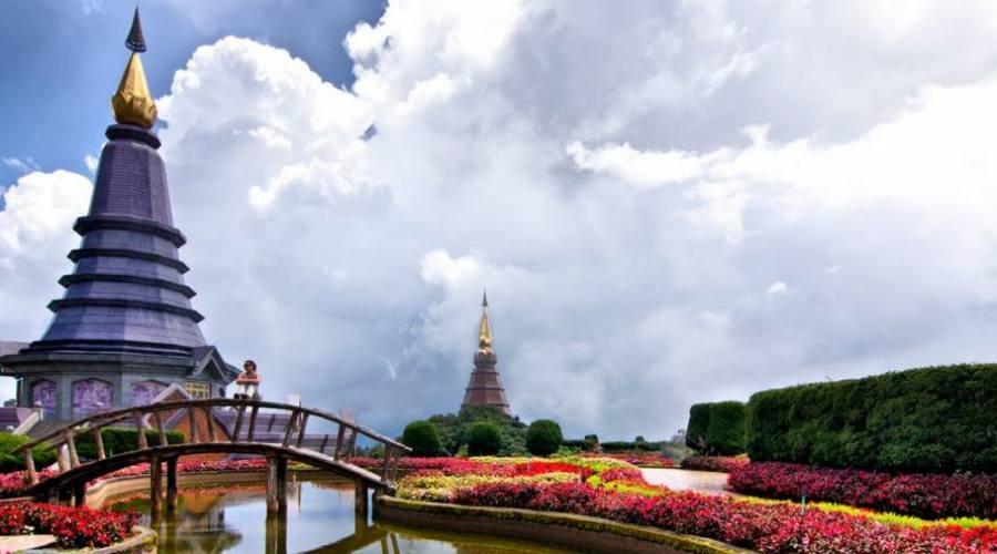Phra Mahathat Napha Methanidon e Phra Mahathat Naphaphon Phumisiri