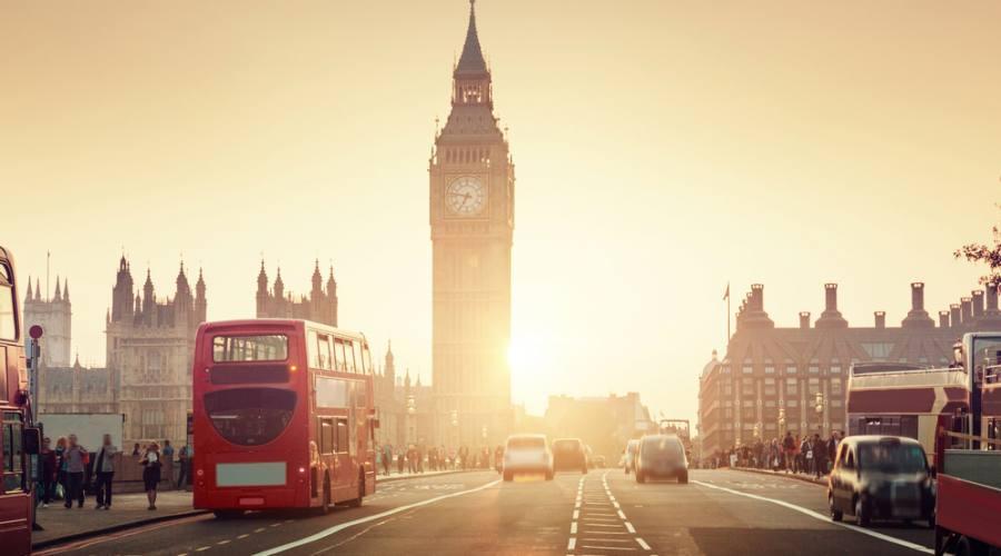 Londra, il ponte di Westminster al tramonto