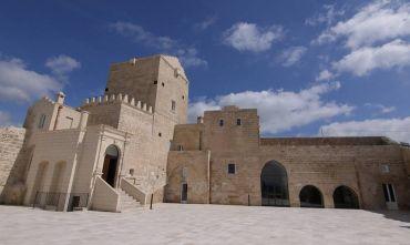 Lusso in Masseria fortificata materana e soggiorno tra natura, cultura e divertimento