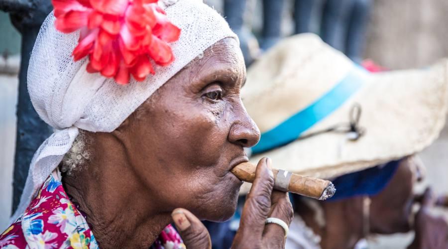 Donne Cubane con Sigari