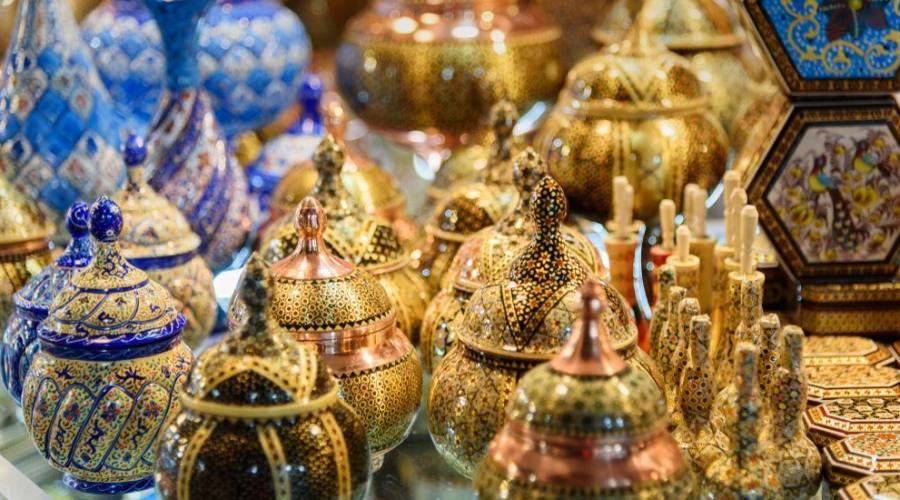 Traditional iranian souvenirs on Grand Bazaar in Isfahan. Iran