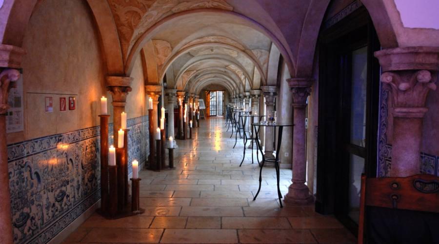 Esplora il monastero!