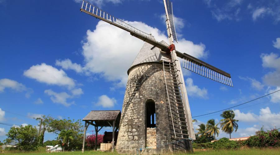 Antico mulino sull'isola di Marie Galante, arcipelago di Guadalupa