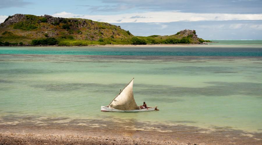 Rodrigues: un pescatore nella baia Topazio
