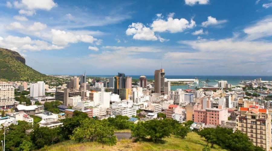 Mauritius: veduta della citta' di Port-Louis