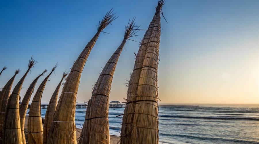 La spiaggia di Huanchaco, sulla costa del Pacifico