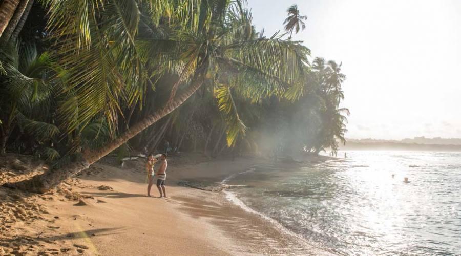 Una spiaggia lungo il Pacifico