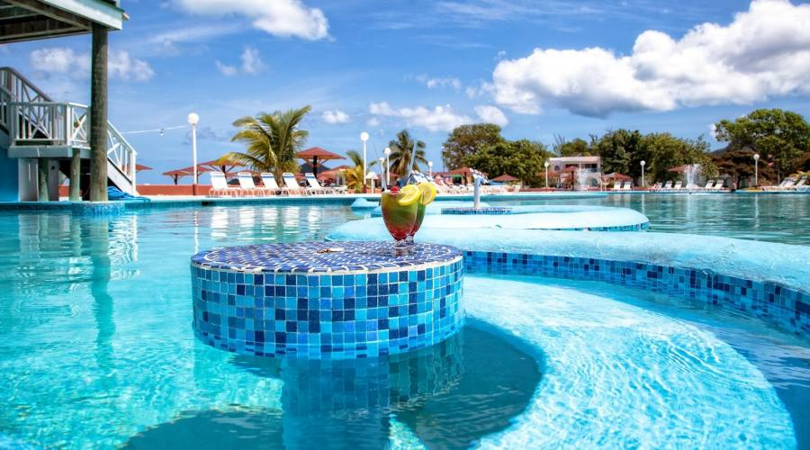 La piscina del Jolly Beach Resort