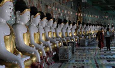 Processione Buddhista sul lago Inle: la spiritualità birmana tradizionale!