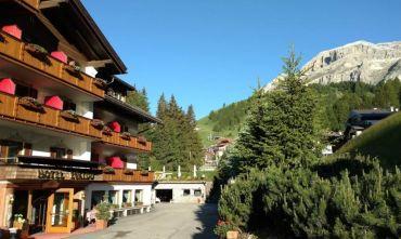 Hotel 4 stelle con centro benessere a due passi da Corvara