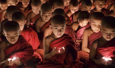 La segreta via dei monasteri buddhisti con il ritmo dolce del viaggio in bus