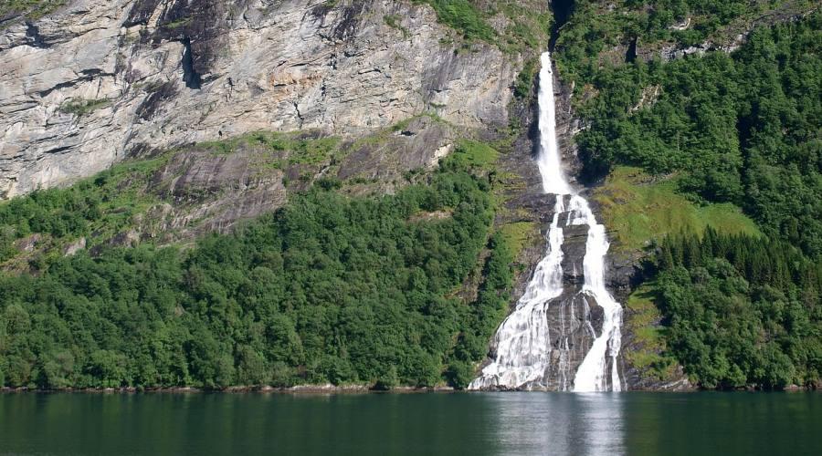 Cascata nel Geirangerfjord