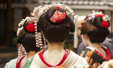 Tour Insolito lungo: indossa il Kimono, visita una Machiya e prepara il sushi