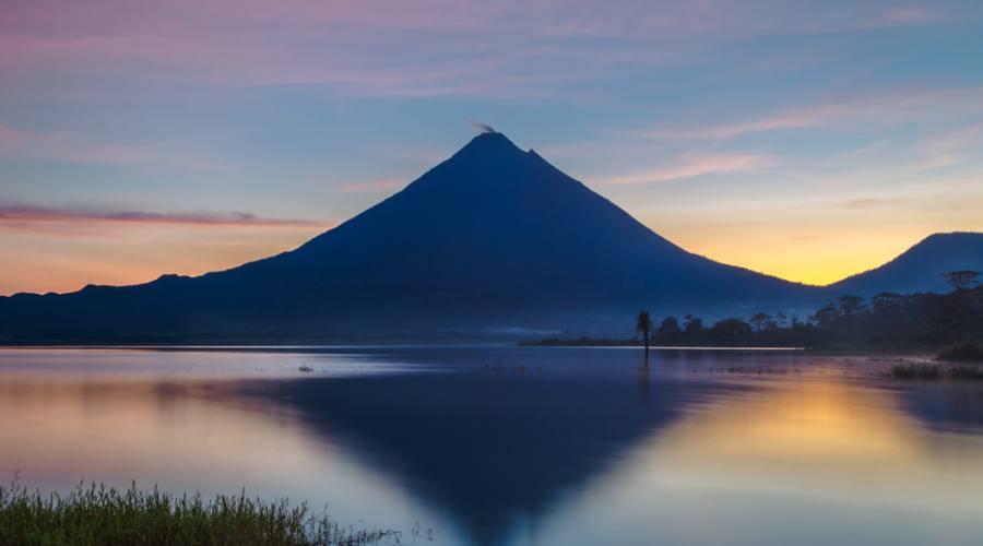 Alba sul vulcano Arenal