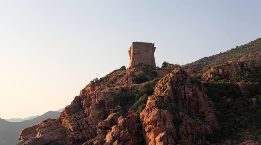 Torre sulla scogliera, Corsica