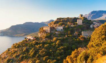 La Corsica in bici, tra spiagge, scogliere e antiche torri genovesi